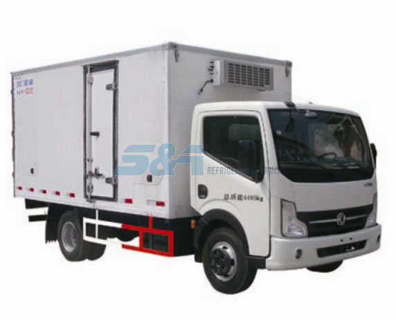 12.8 cubic meters Dongfeng refrigerated transport truck