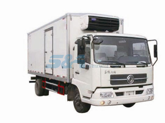 25.9 cubic meters 140hp Dongfeng refrigerated transport truck