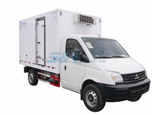 8.7-8.8 cubic meters MAXUS small refrigerated truck