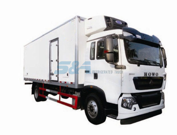43.1 cubic meters 205HP HOWO refrigerated truck