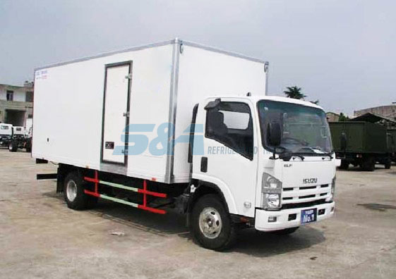 ISUZU 5.8m side door insulated transport truck